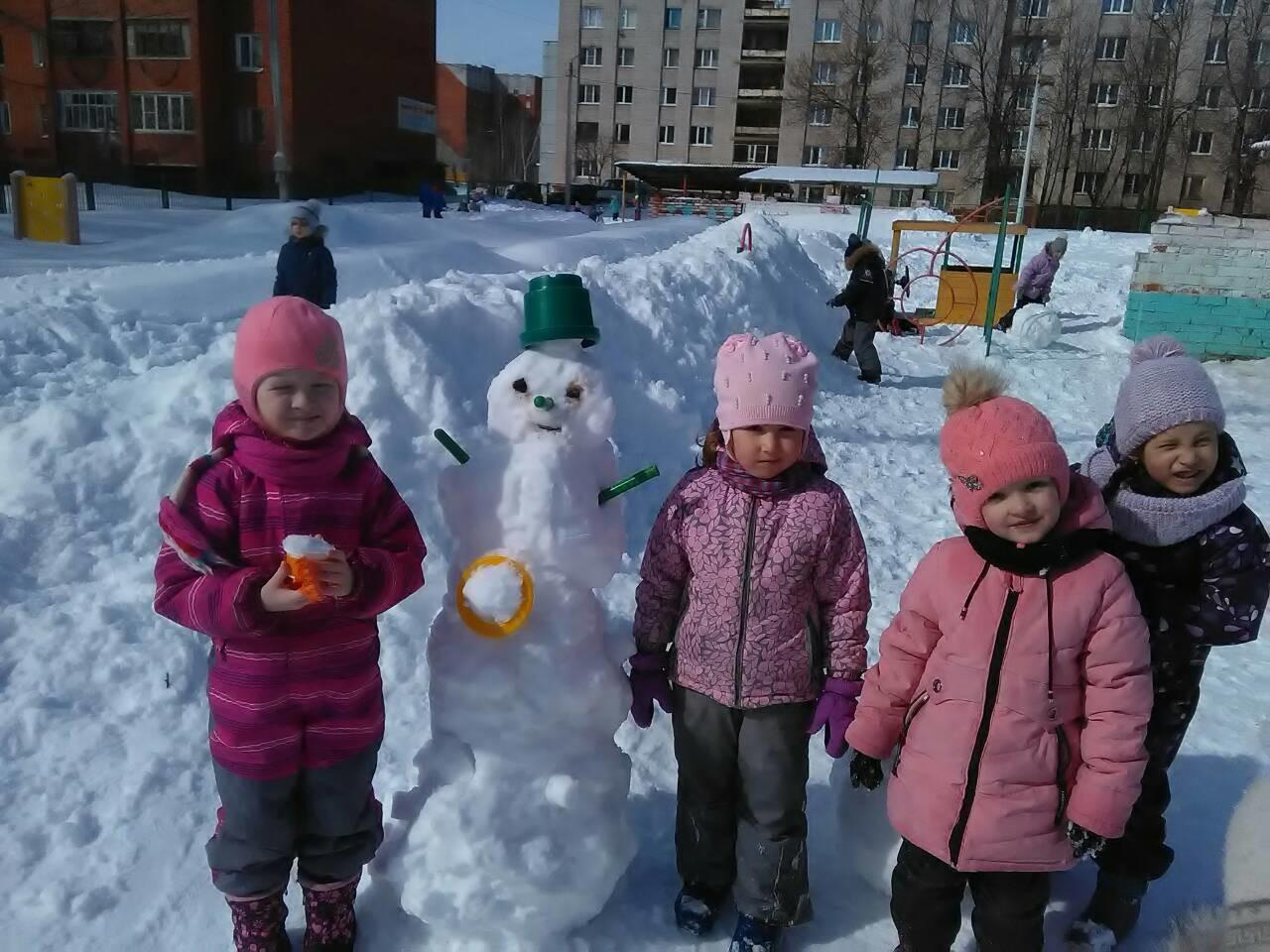 """""""Снеговик из весеннего снега""""."""