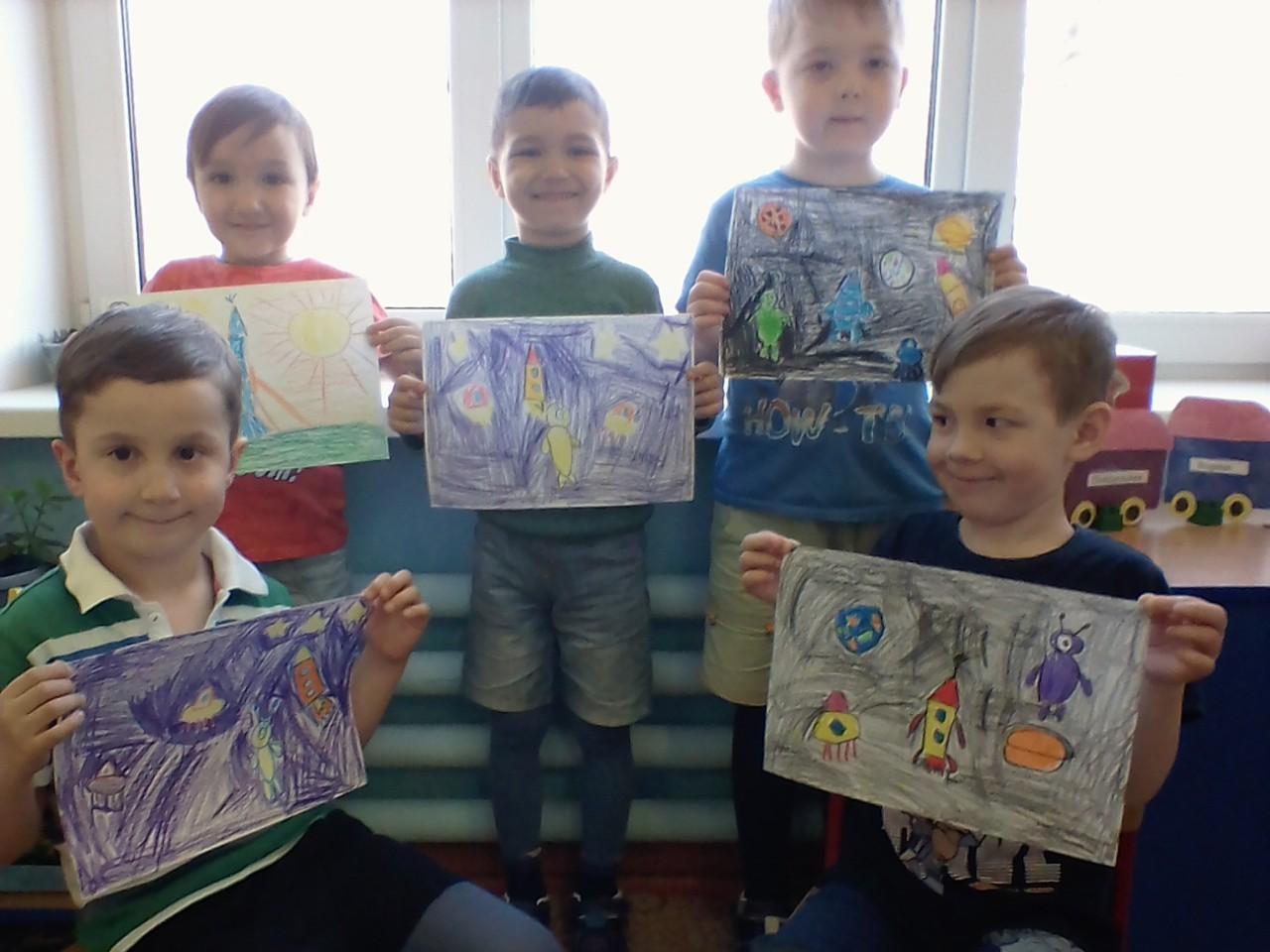 Выставка детских рисунков. Удивительный мир космоса.